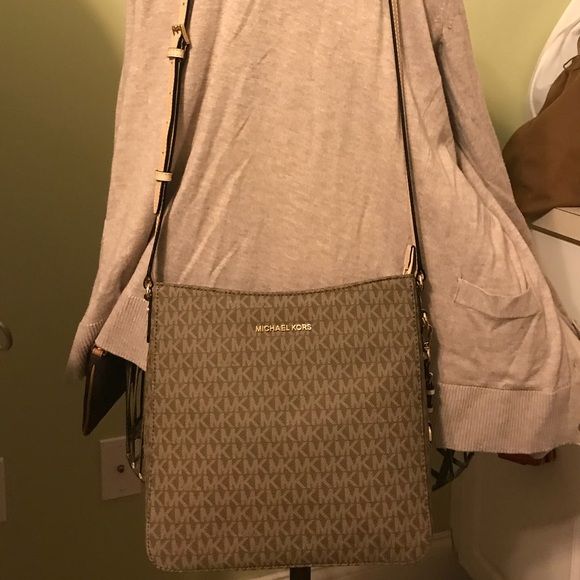 eba13dcb796f Michael Kors Jet Set Travel Large Messenger